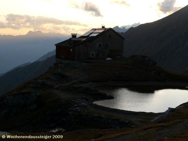 Sudentendeutsche Hütte im Abendlicht