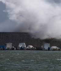 Boote bei Sturm im Hafen von Fuengirola - Provinz Málaga -  Andalusien - Spanien