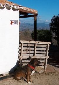 James Bond vor der Finca Mikaela in der Sierra Hacho zwischen Alora und Almogia - Provinz Málaga -  Andalusien - Spanien