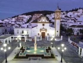 James Bond Hund - Plaza de la Constitucion - Prado del Rey - Andalusien - Spanien