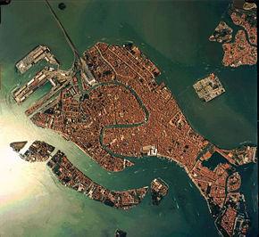 Satellitenaufnahme von Venedig - James Bond 007 mit Hund auf Reisen in Griechenland Italien Österreich Spanien
