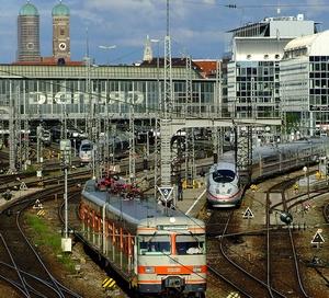 James Bond im Münchner Hauptbahnhof in Bayern - Deutschland