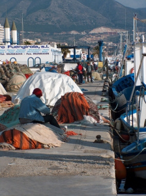 Der Yachthafen von Fuengirola  in der Provinz Málaga an der Costa del Sol in Südspanien