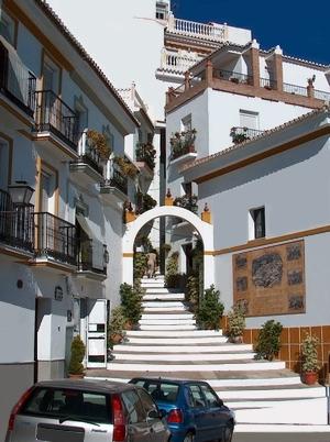 James Bond im weissen Dorf Almogia in Andalusien Spanien