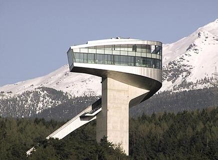 James Bond und die Sprungschanze am Berg Isel in Innsbruck - Tirol/Österreich