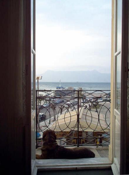 James Bond im Hotel Constantinoúpolis am alten Hafen in Kerkyra (Korfu-Stadt)- Griechenland