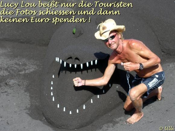 Stephan Gee Sandkünstler aus Giessen in Deutschland jetzt in Puerto de la Cruz und sein Sandkrokodil Lucy Lou
