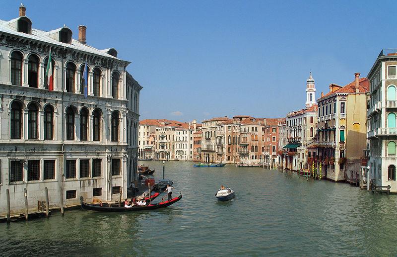 Canale Grande in Venedig - James Bond 007 mit Hund auf Reisen in Griechenland Italien Österreich Spanien