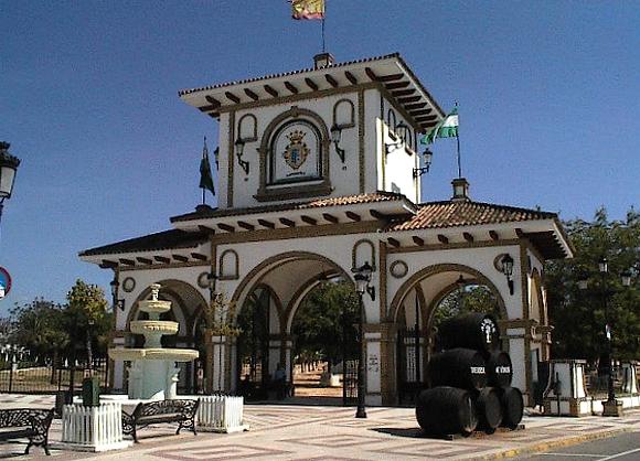 historisches Gebäude in Huelva - Andalusien - Spanien mit Weinfässern
