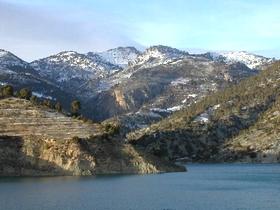 Ein See in schöner Gebirgslage des Naturparks Sierra de Castril - Provinz Granada - Andalusien - Spanien