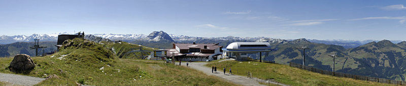 James Bond und die Pengelstein Panorama-Aussicht hoch über Kirchbeg - Tirol/Österreich