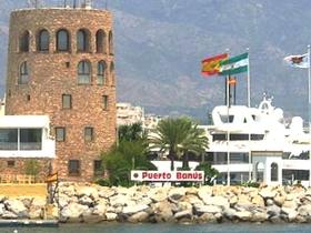 James Bond im Yachthafen von Puerto Banús Marbella Costa del Sol Provinz Malaga Andalusien Spanien