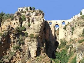 Ronda mit mit Puente Nuevo Neue Brücke - Provinz Malaga - Andalusien - Spanien
