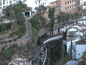 James Bond Hund - Das weisse Dorf - Setenil de las Bodegas - Provinz Cádiz - Andalusien - Spanien