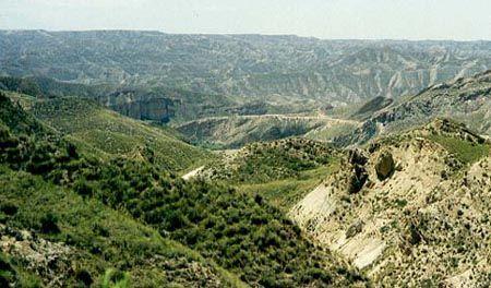 die unendliche Berglandschaft in der Sierra de Baza in Andalusien - Spanien