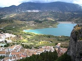 Das weisse Dorf Zahara de la Sierra im Naturpark Sierra de Grazalema - Provinz Cádiz - Andalusien - Spanien