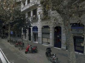 Geschäftsfläche  Parterre  Laden  Boutique  Geschäftsräume  mit  Gartenwohnung  in  Barcelona  Eixample  Costa Brava  Costa del  Maresme  Katalonien  Spanien zu  verkaufen