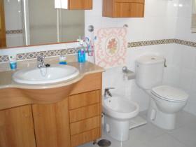 preiswertes Haus Adosado mit Patio in Granada Andalusien Spanien zu verkaufen