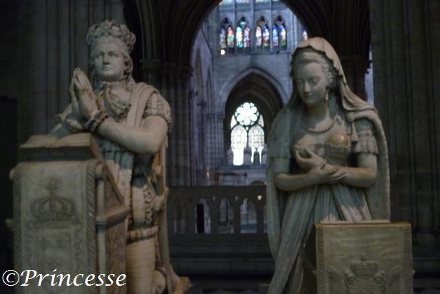 Die Statur von Ludwig und Marie Antoinette in Saint-Denis