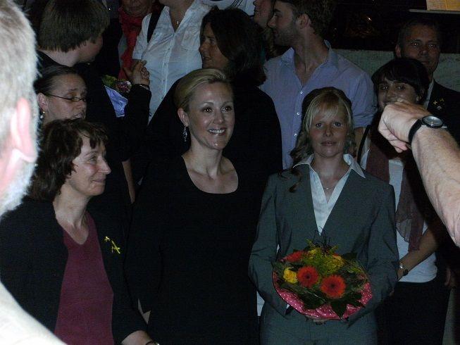 Sabine Gralla mit Frau Bettina Wullf