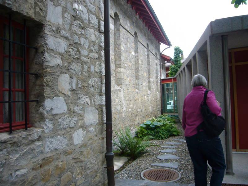 Die katholische Kirche in Gstaad. Sie ist dem heiligen Josef geweiht. Man kann ihn nirgendwo erkennen.