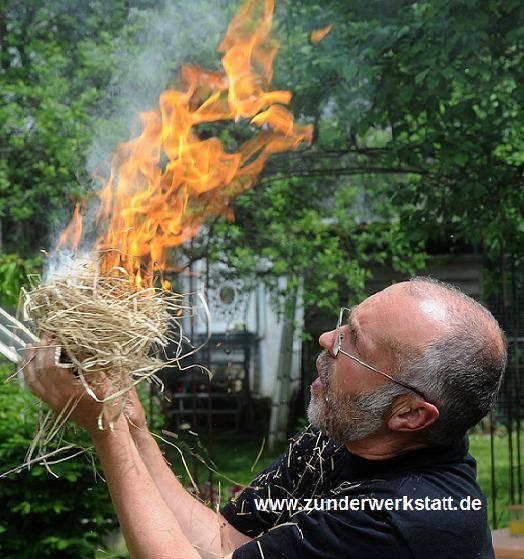 Bruno Helmle aus Ellwangen der Spezialist für historische Feuertechniken