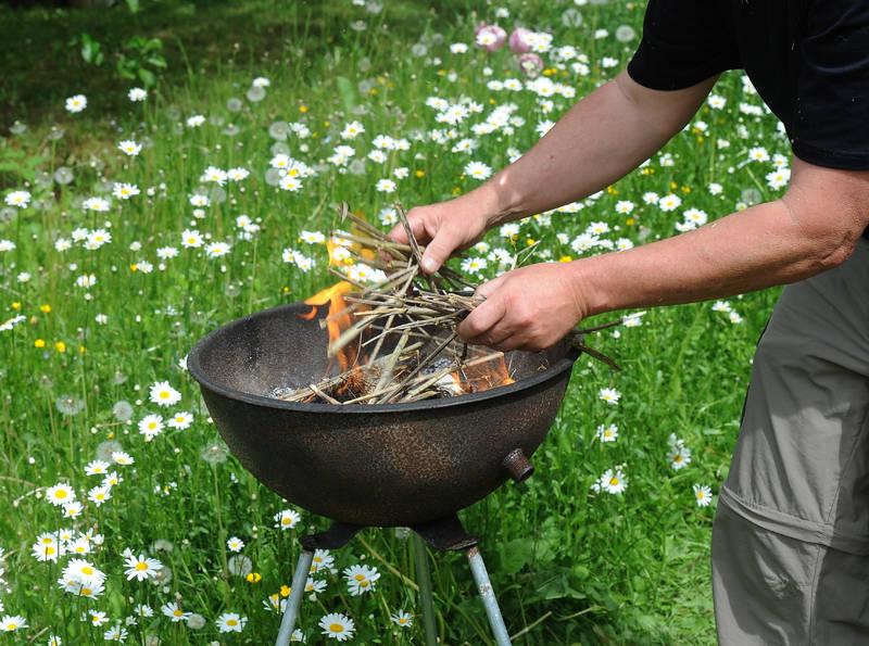 Vorbereitung für ein Grillfeuer