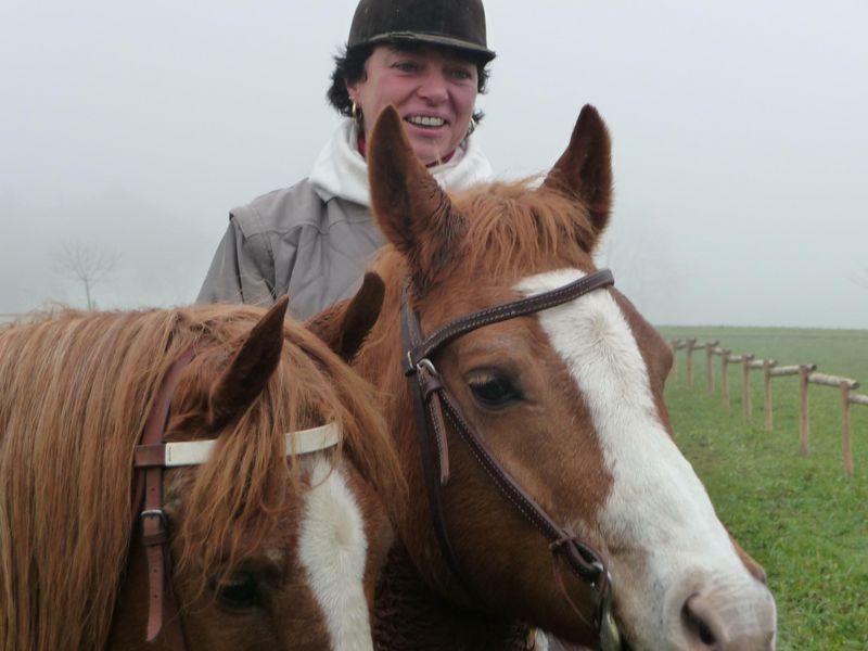 So glücklich sehen wir unsre Inge nur am Pferd...