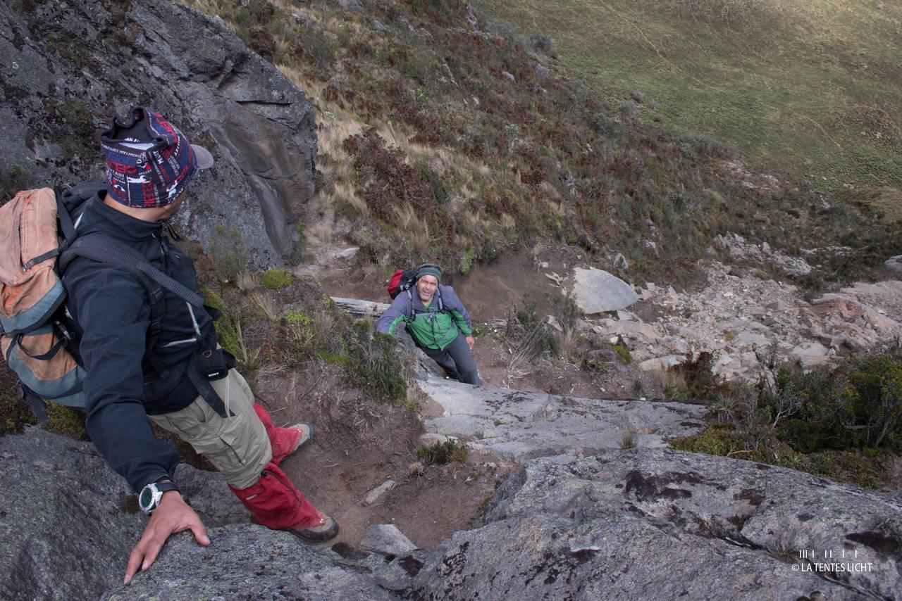 leiche Kletterei auf den Fuja-Fuja Nordgipfel