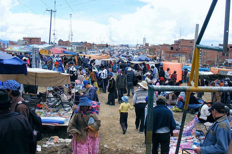 Unüberschaubarer Markt in El Alto