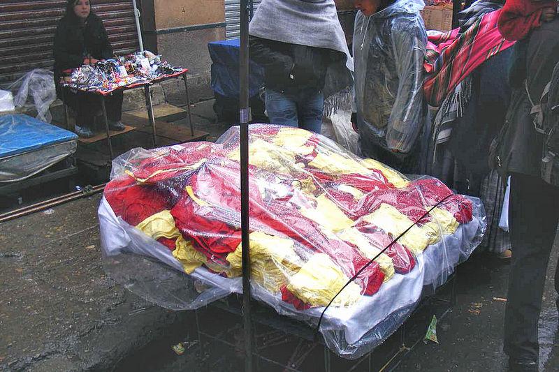 Der Renner: rote und gelbe Unterwäsche