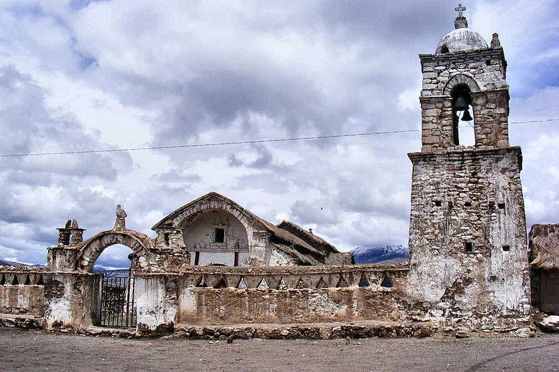 Kirche im Ort Sajama