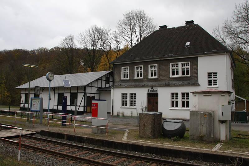 """Der Bahnhof im Jubiläumsjahrahr 2012 - mit neu erbauter """"Güterhalle"""" als Vereinsraum"""