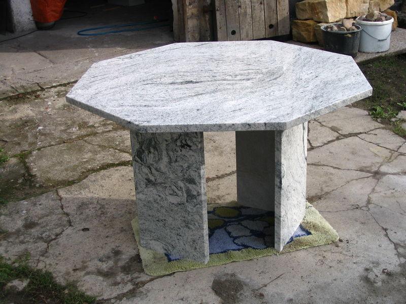 Tisch aus Viscont white