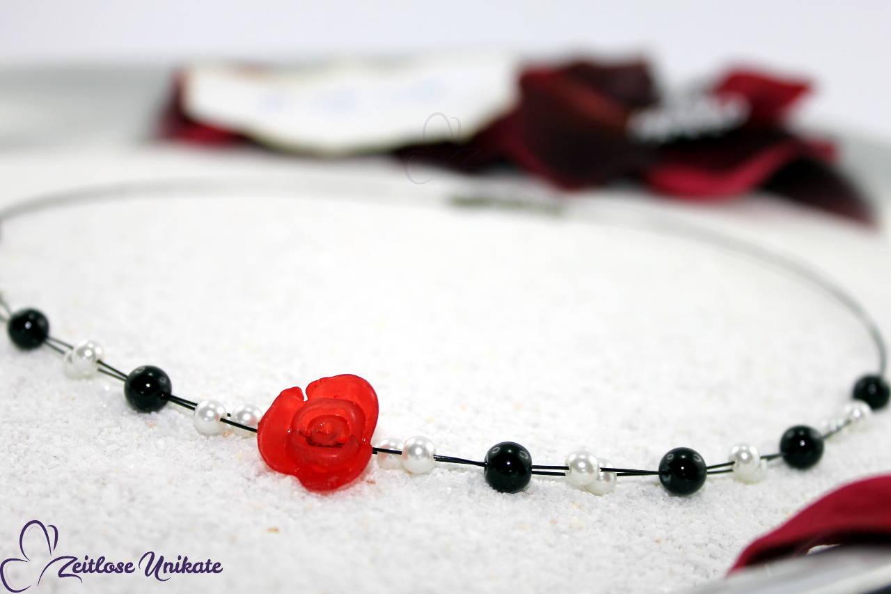 Neckholder Brautkette in schwarz weiß - rote Rose