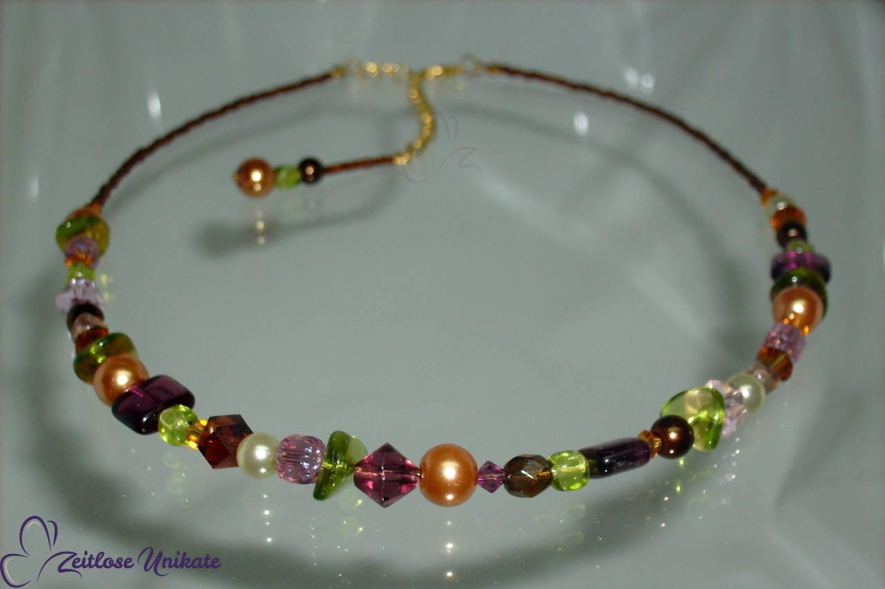 Halskette in cognac, lila, grün und braun