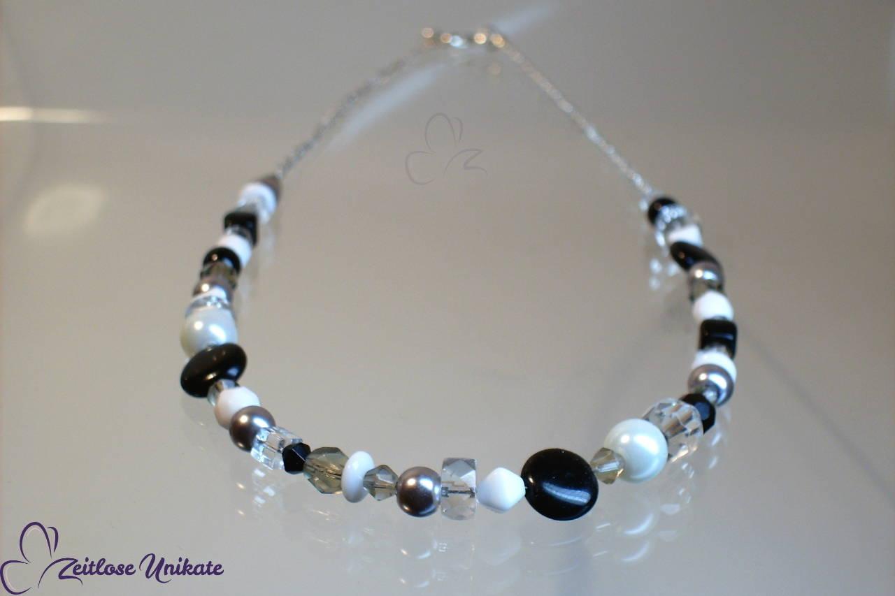Glasperlenkette in schwarz weiß