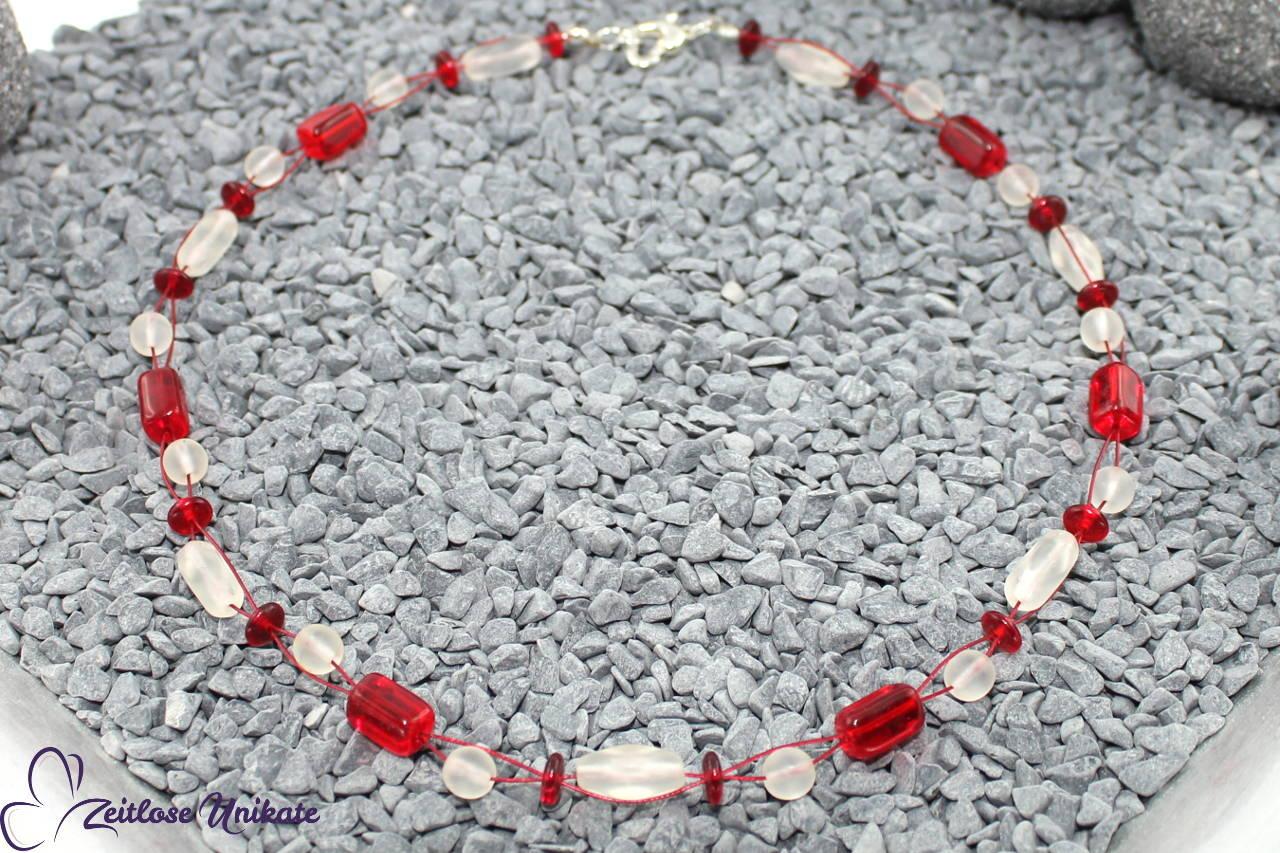 Halskette in rot und weiß