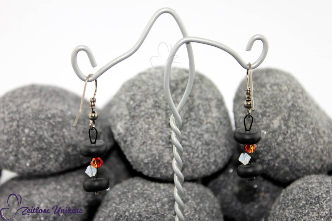 Ohrhänger in schwarz, weiß und orangerot, elegant