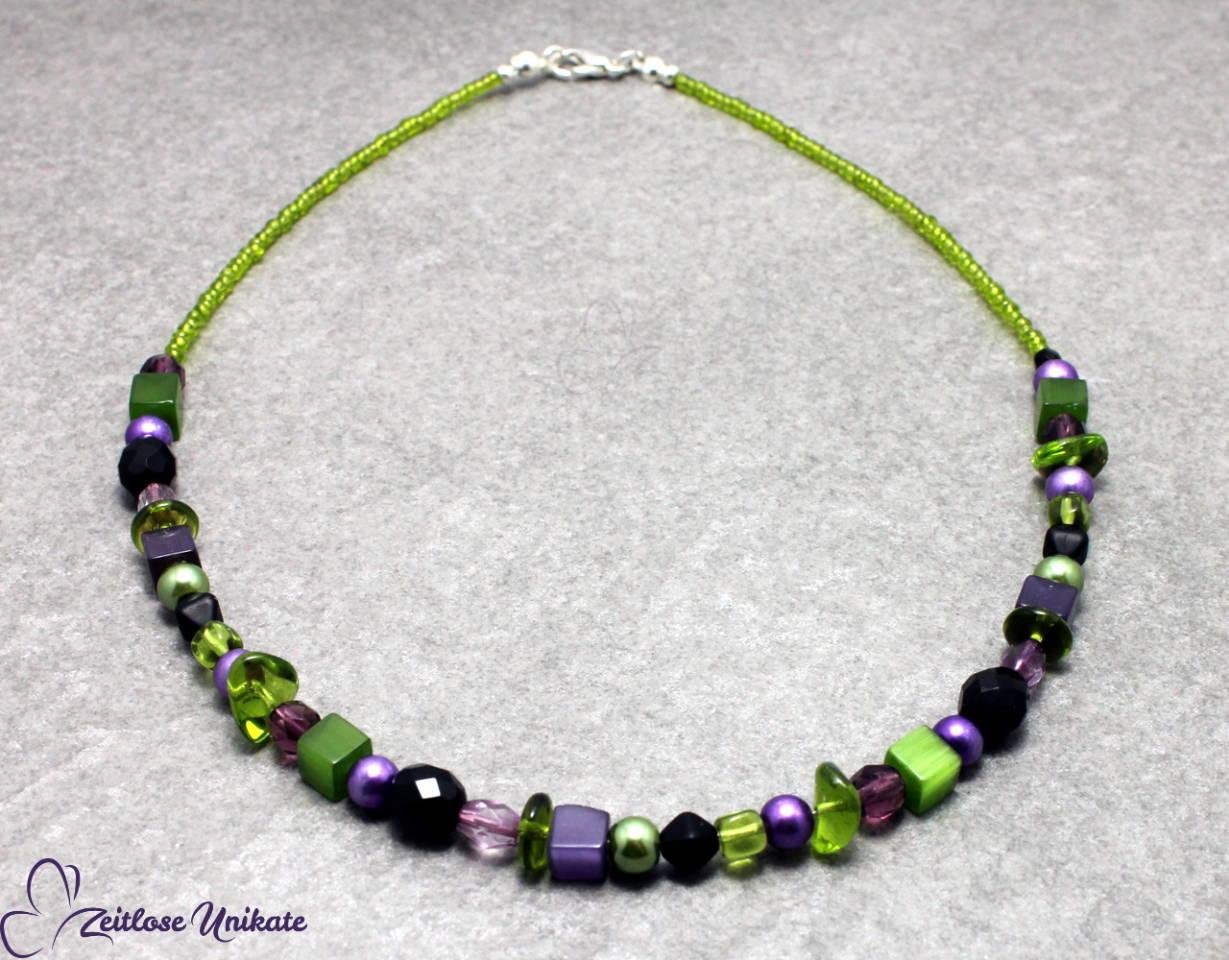 ungewöhnliche Farbkombination - Kette in grün & lila