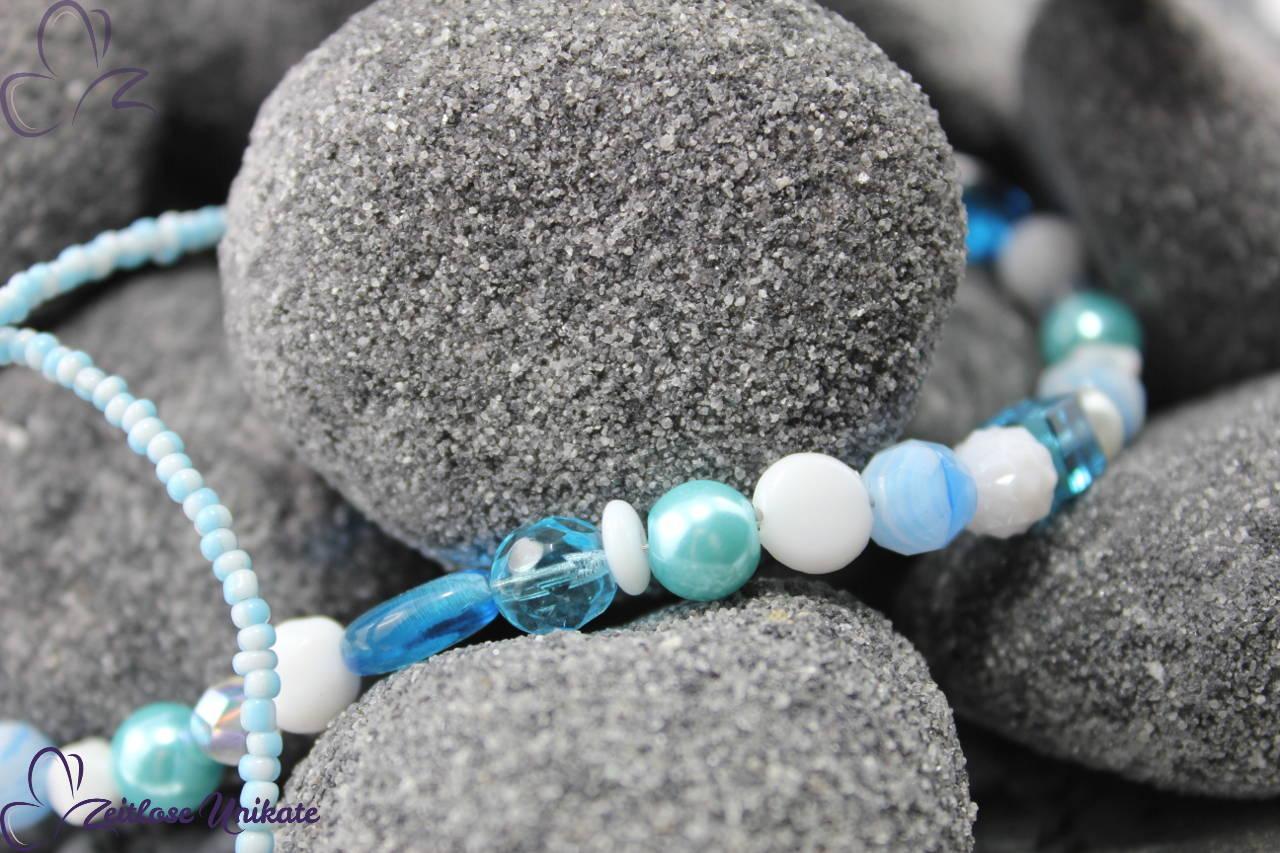 Halskette mal anders in hellblau und weiß