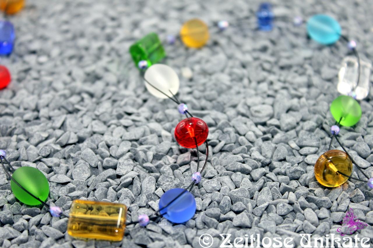 Kette / Brillenkette aus matten und glänzenden Perlen