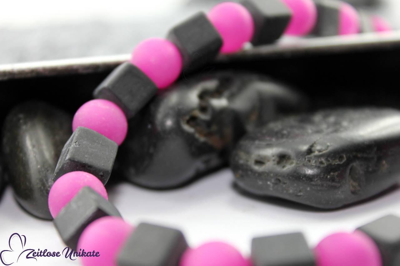 poppige Halskette in Pink schwarz