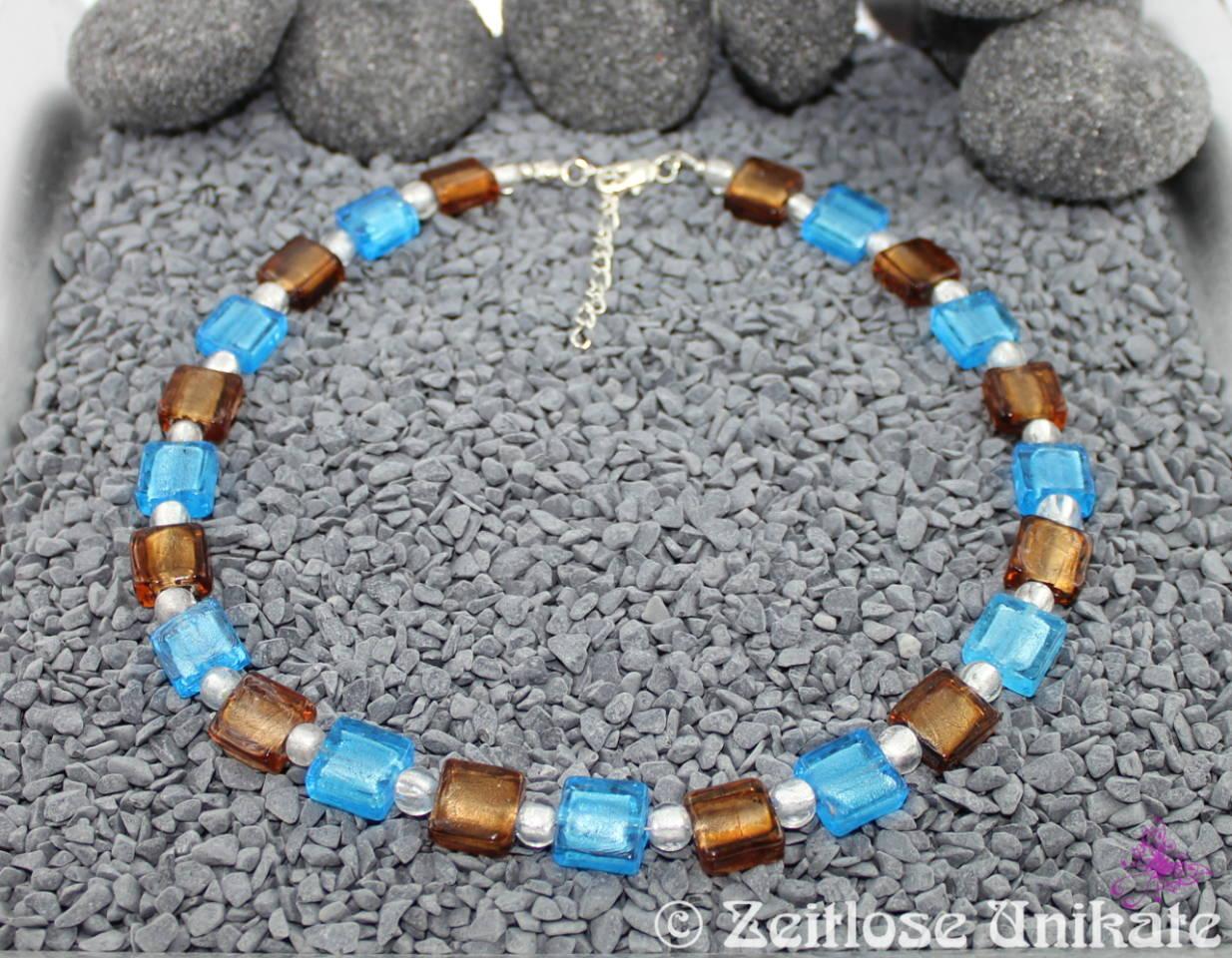 auffällige Halskette in braun und türkis