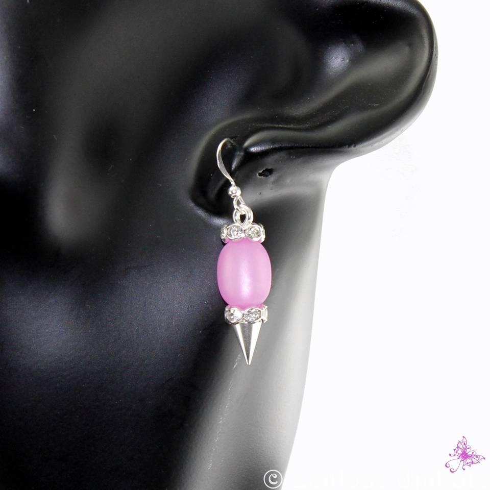 elegante Polaris Ohrringe in lila und Straß, nur ein Beispiel