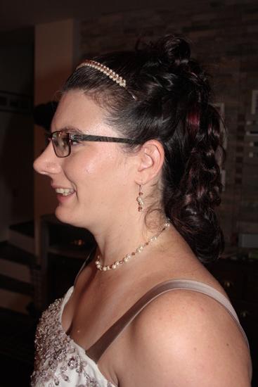Braut mit Haarreif nach Wunsch passend zum Brautschmuck
