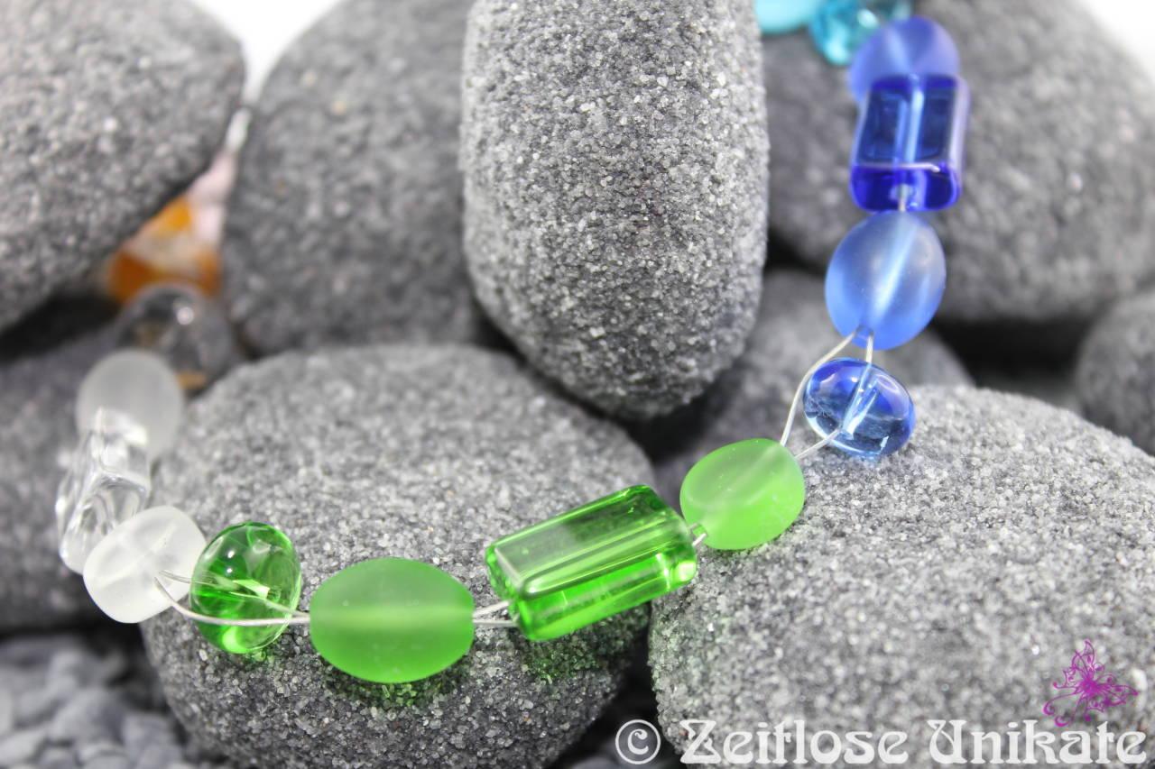 fröhlich bunte Halskette mit großen Glasperlen