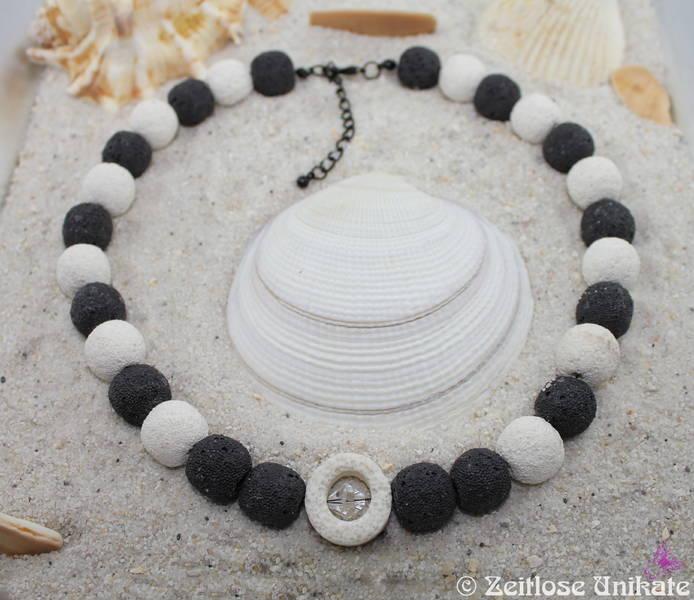 Lavacollier in schwarz weiß mit glitzerndem Swarovski® Xilion Beads