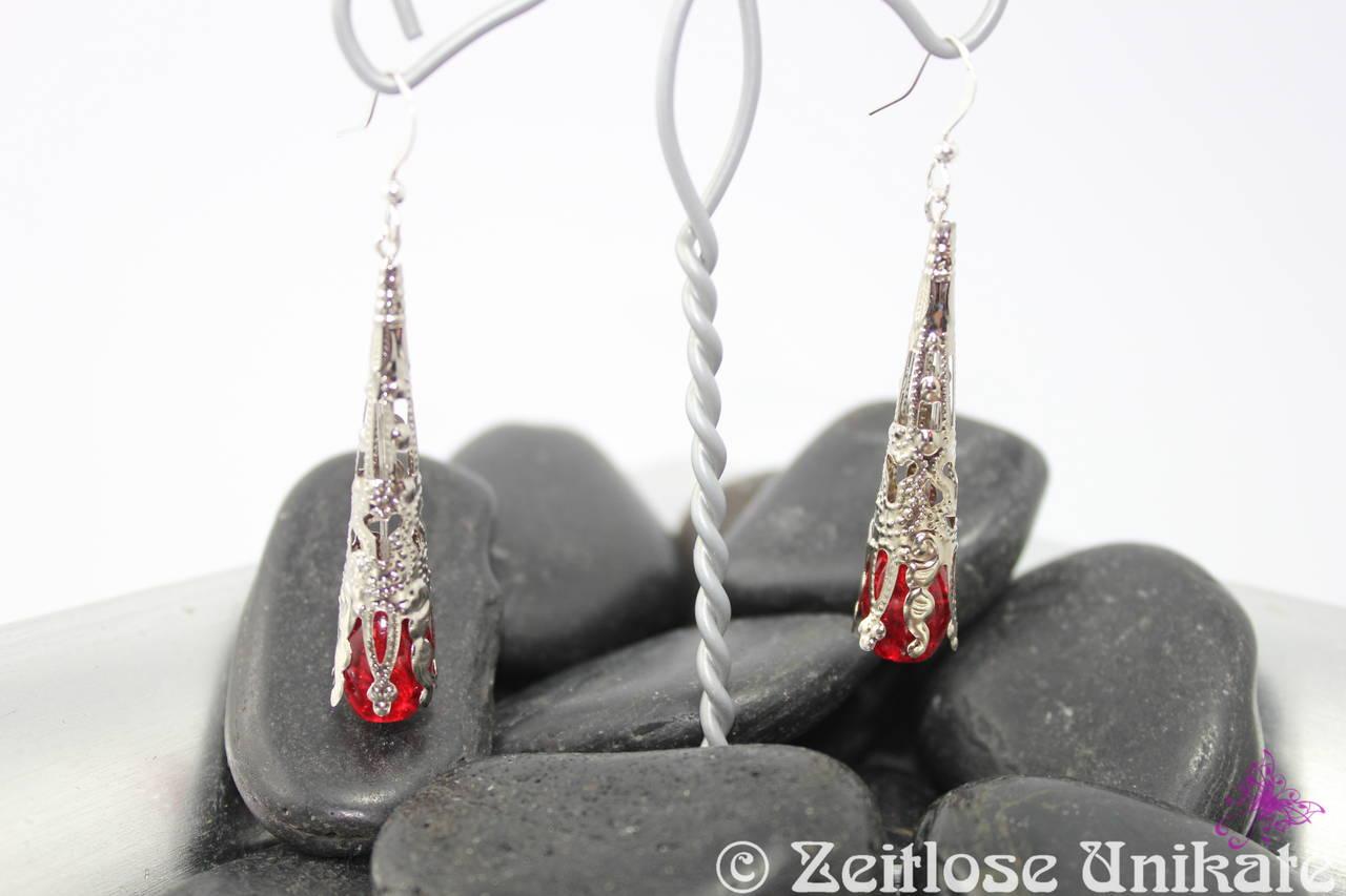 filigrane lange rote Ohrhänger