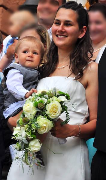 schlichte sportliche Neckholderkette für eine natürliche Braut
